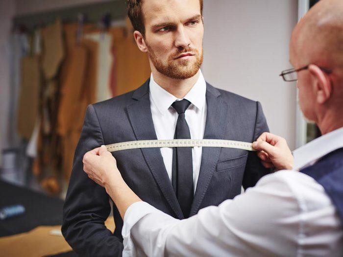 Votre tailleur pourrait trouver la source de vos maux de dos.