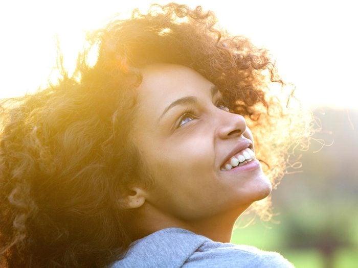 La vitamine D aide à prévenir les maux de dos.