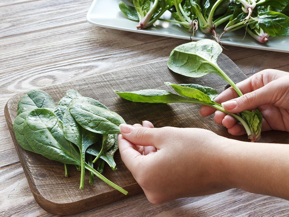 Des nutriments essentiels comme la vitamine K aident vos os à rester en santé.