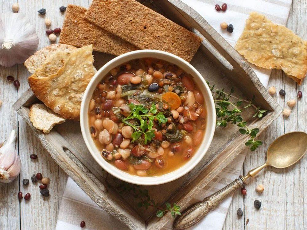 Un sauté de haricots blancs aux petits légumes pour un lundi sans viande.