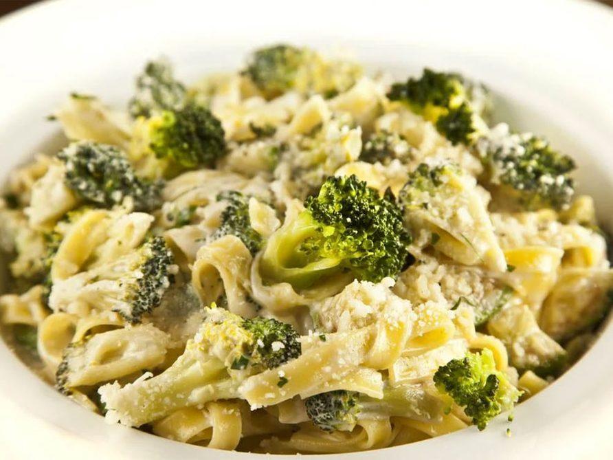 Des fettucine au brocoli pour un lundi sans viande.