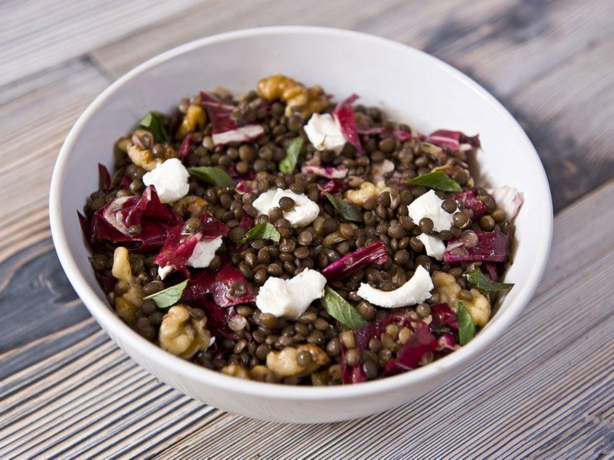 Une salade de lentilles et de légumes au citron pour un lundi sans viande.