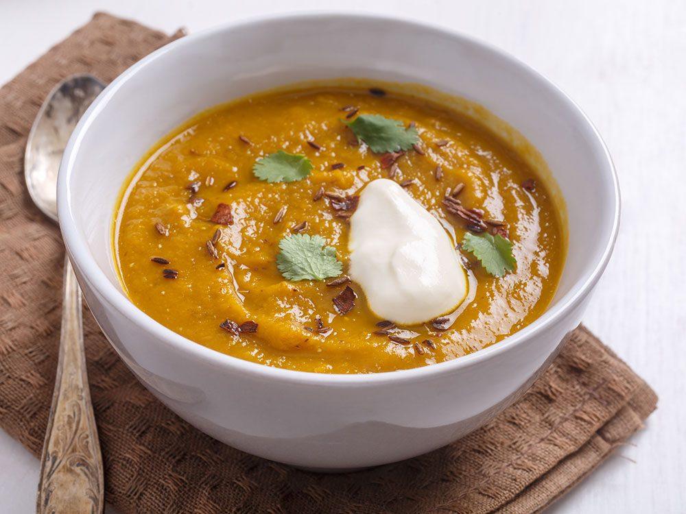 Un potage végétarien aux carottes et lentilles pour un lundi sans viande.