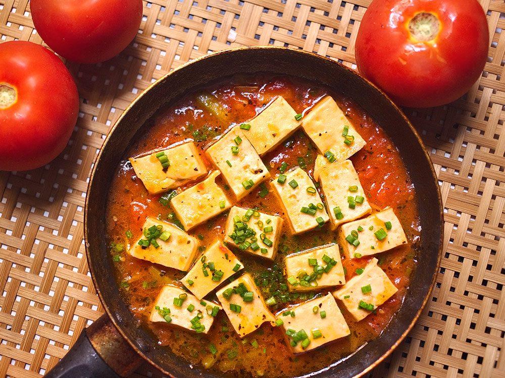 Une soupe japonaise aux tomates et au tofu pour un lundi sans viande.