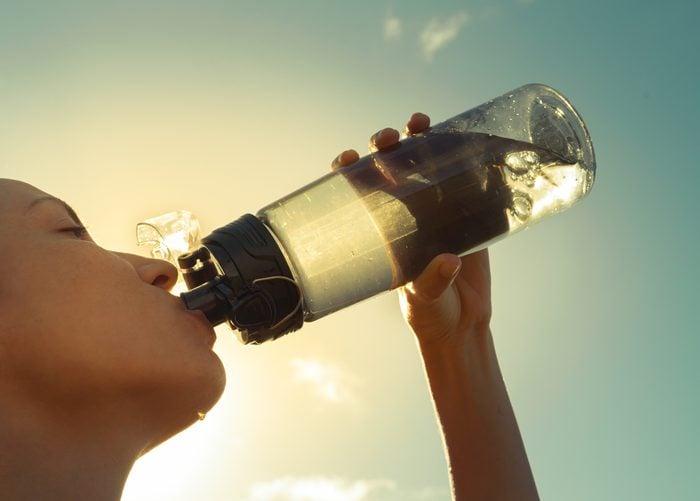 Buvez beaucoup d'eau pour éviter de vous déshydrater.