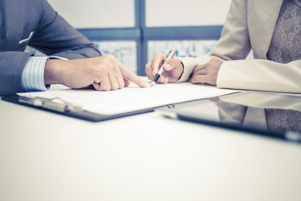 Lisez bien les contrats et les petits caractères avant de signer quoi que ce soit!