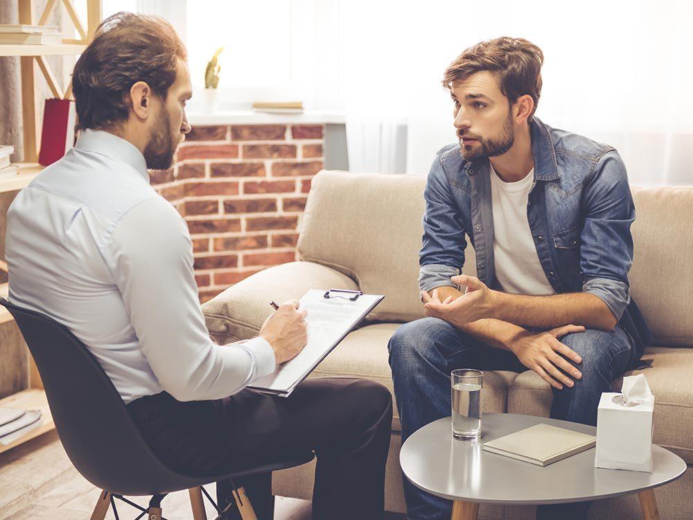 Comment trouver un bon psychologue: posez des questions.