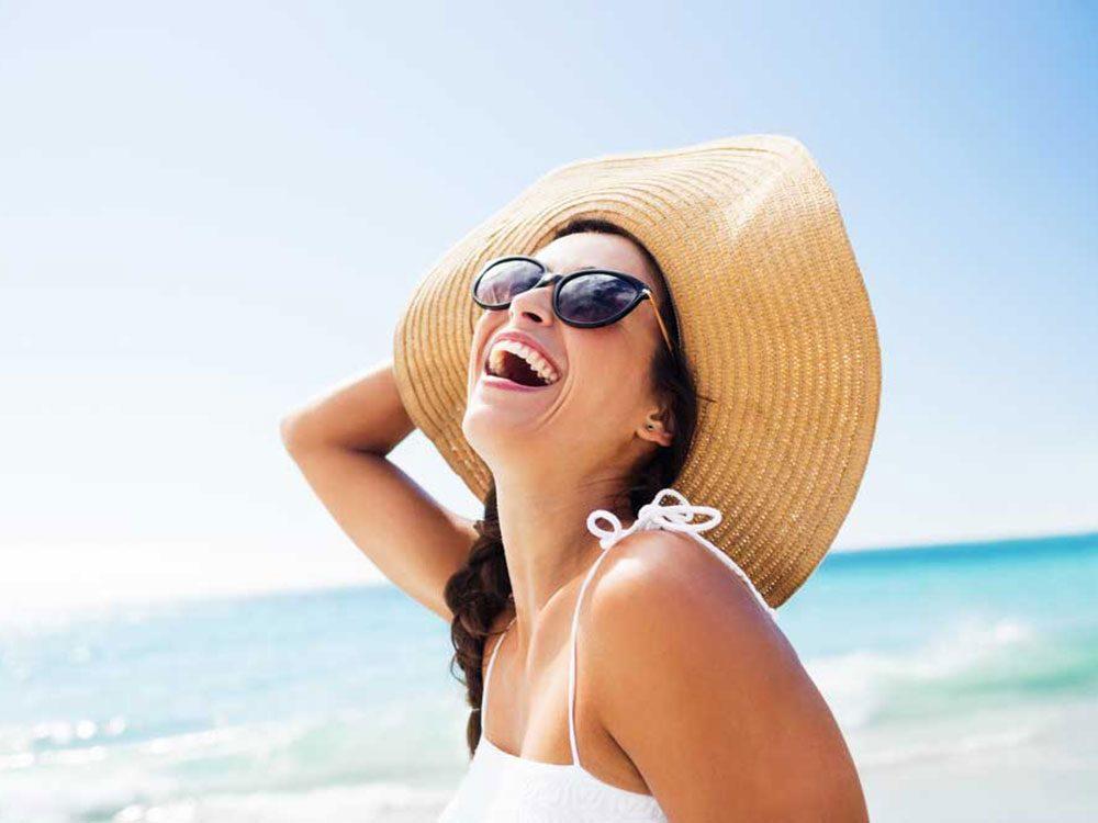 N'oubliez pas de mettre de la crème solaire sur votre cuir chevelu.