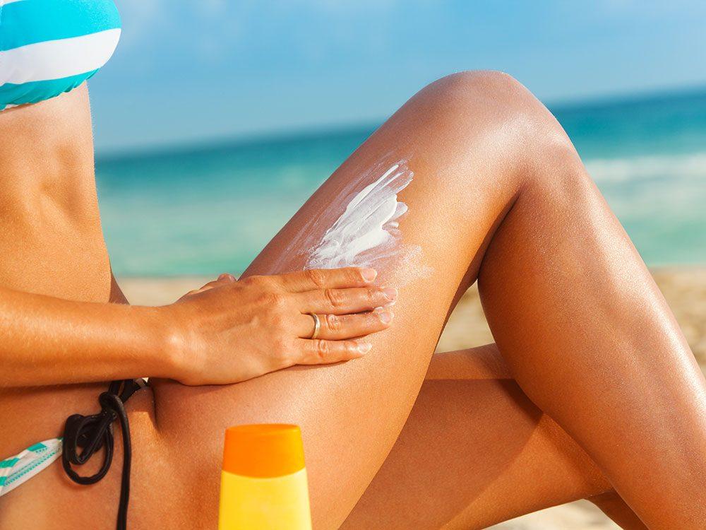 N'oubliez pas de mettre de la crème solaire sur le derrière des genoux.