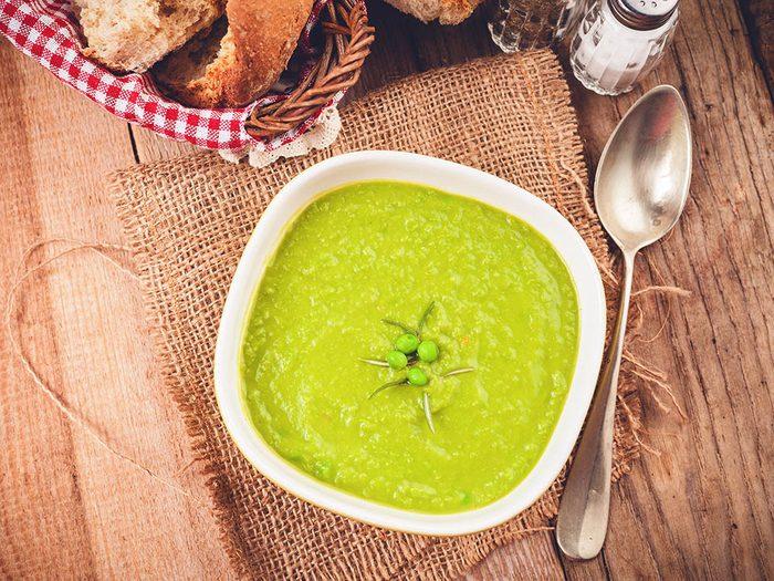 Les écoles de Finlande servent de la soupe au pois le midi.