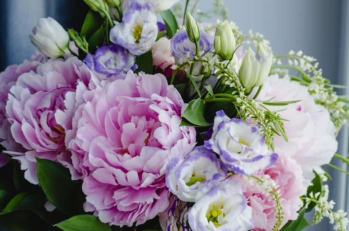 Des fleurs au travail.