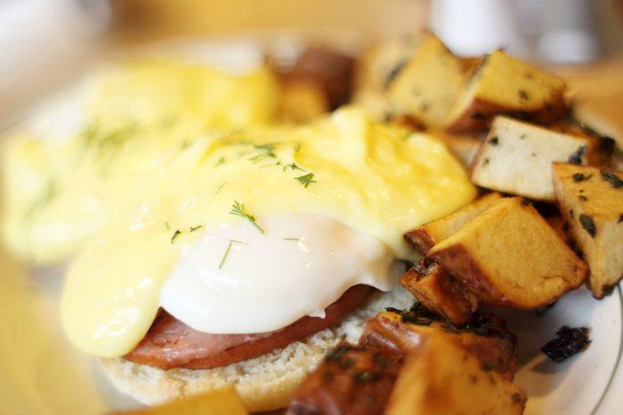 Réduisez vos portions au restaurant pour maigrir au travail.