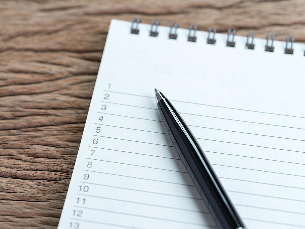 Pour être productif au travail, établissez une liste de chose à faire.