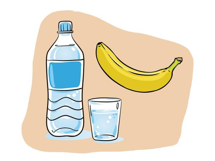 Banane et eau font partie des combinaisons alimentaires efficaces.