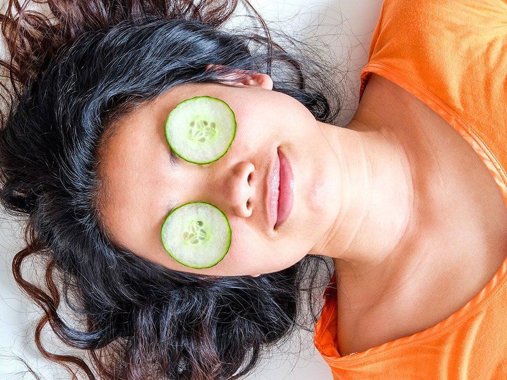 Les concombres peuvent soulager vos yeux fatigués.
