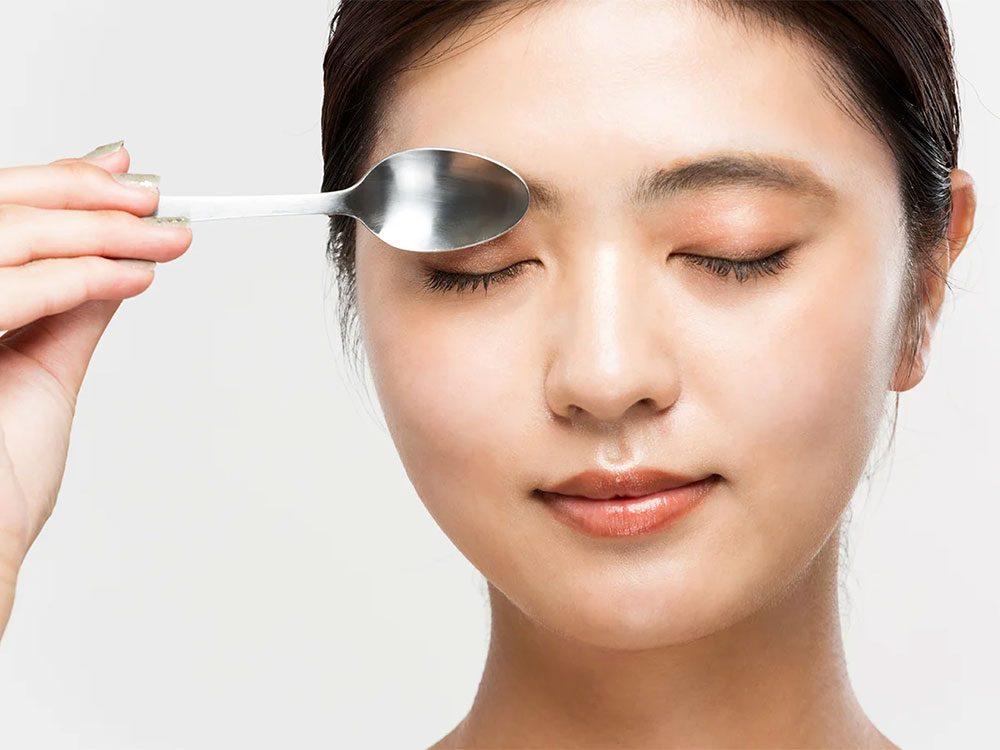 Les cuillères peuvent soulager vos yeux fatigués.