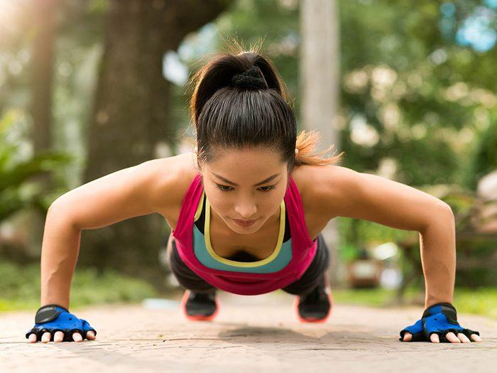 Endométriose: l'exercice physique peut soulager la douleur.