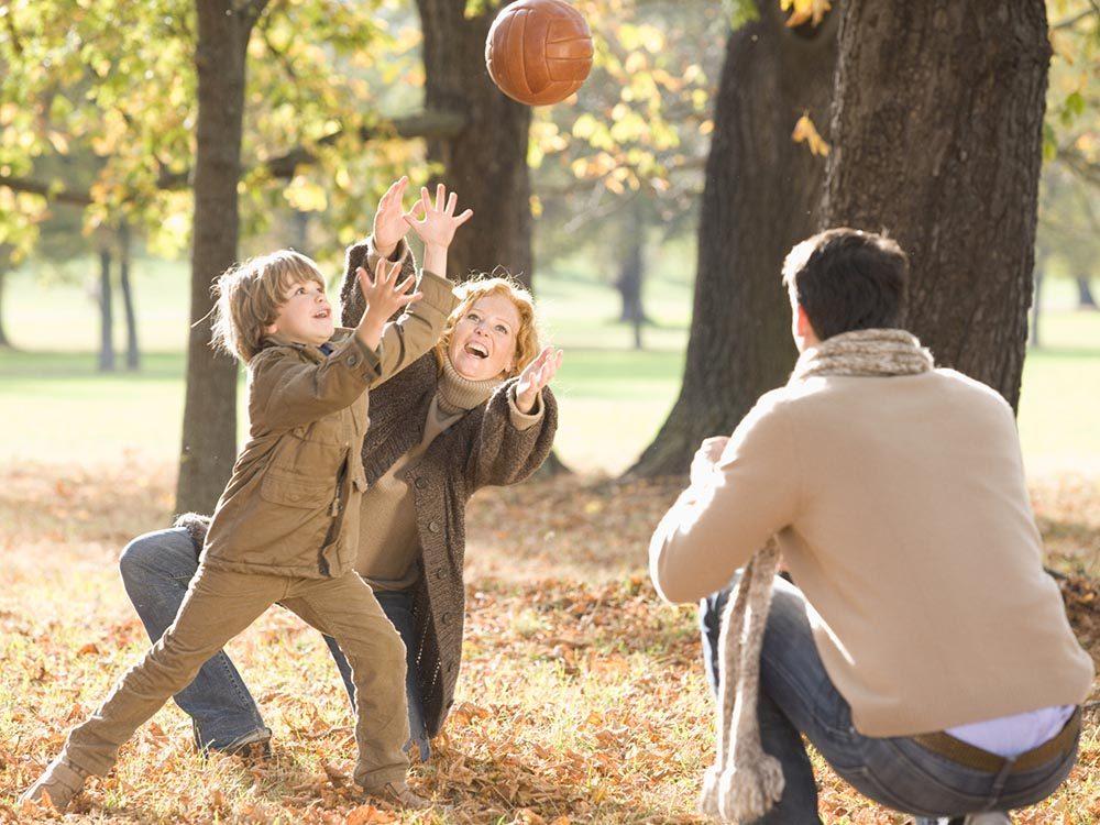 Commencez doucement le sport en famille.