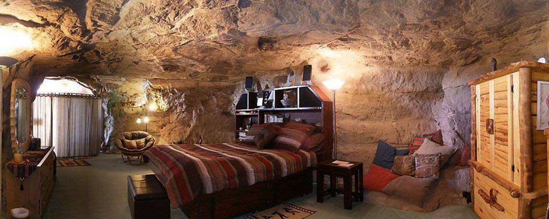 Un hôtel bizarre dans une grotte