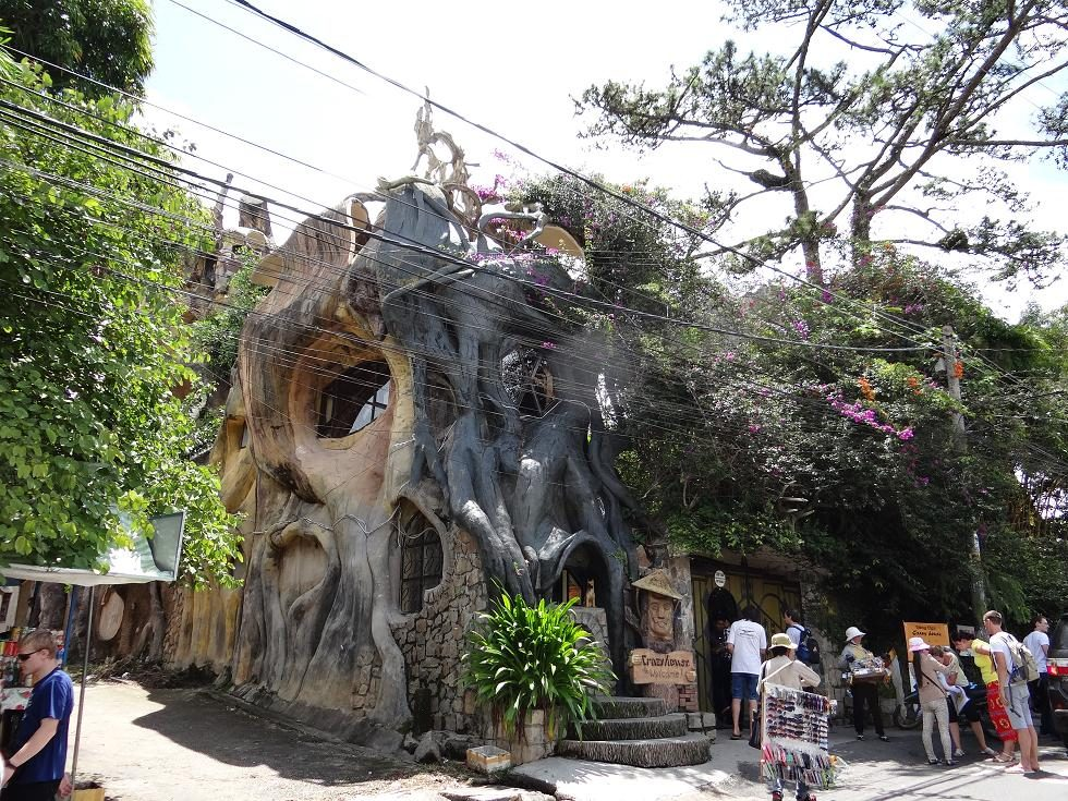 L'étrange hôtel Hang Nga Guesthouse