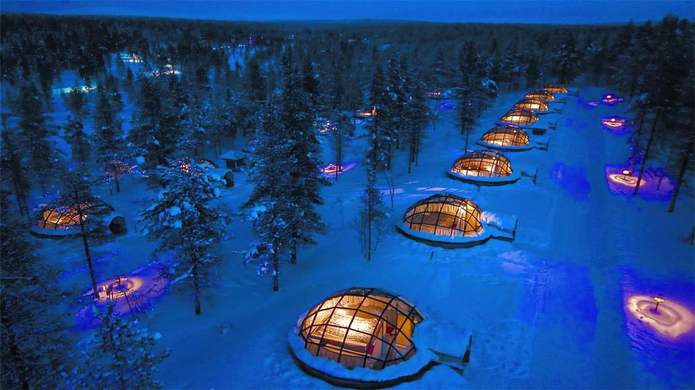 Cet hôtel bizarre propose comme hébergement des igloos de verre