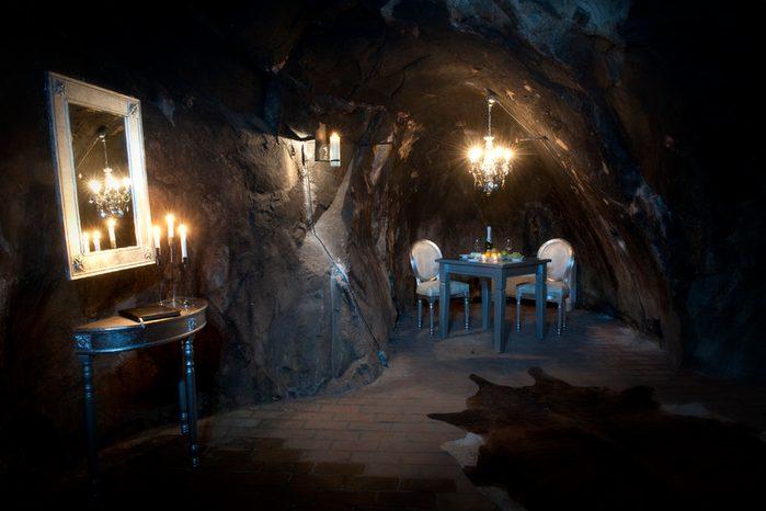 Un hôtel bizarre dans une mine