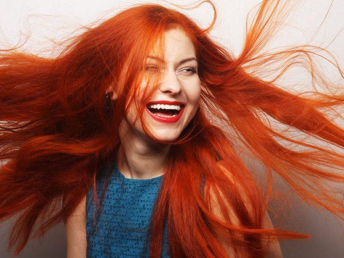 Omettre de bien traiter les cheveux roux est une erreur qui pourrait gâcher votre coloration de cheveux.