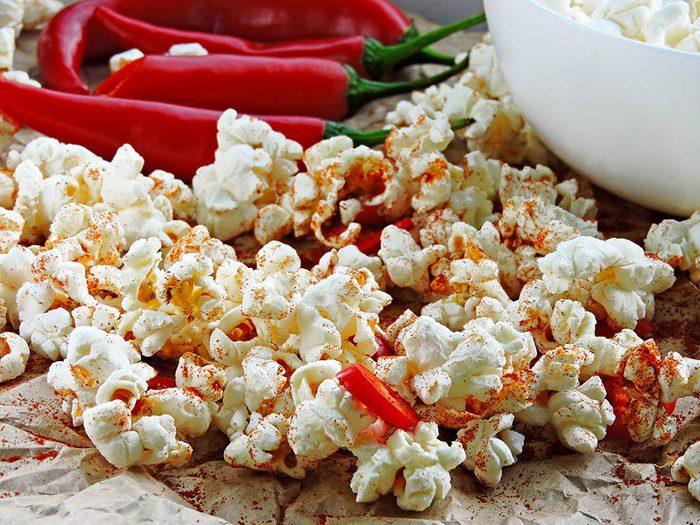 Savourez du popcorn santé épicé.
