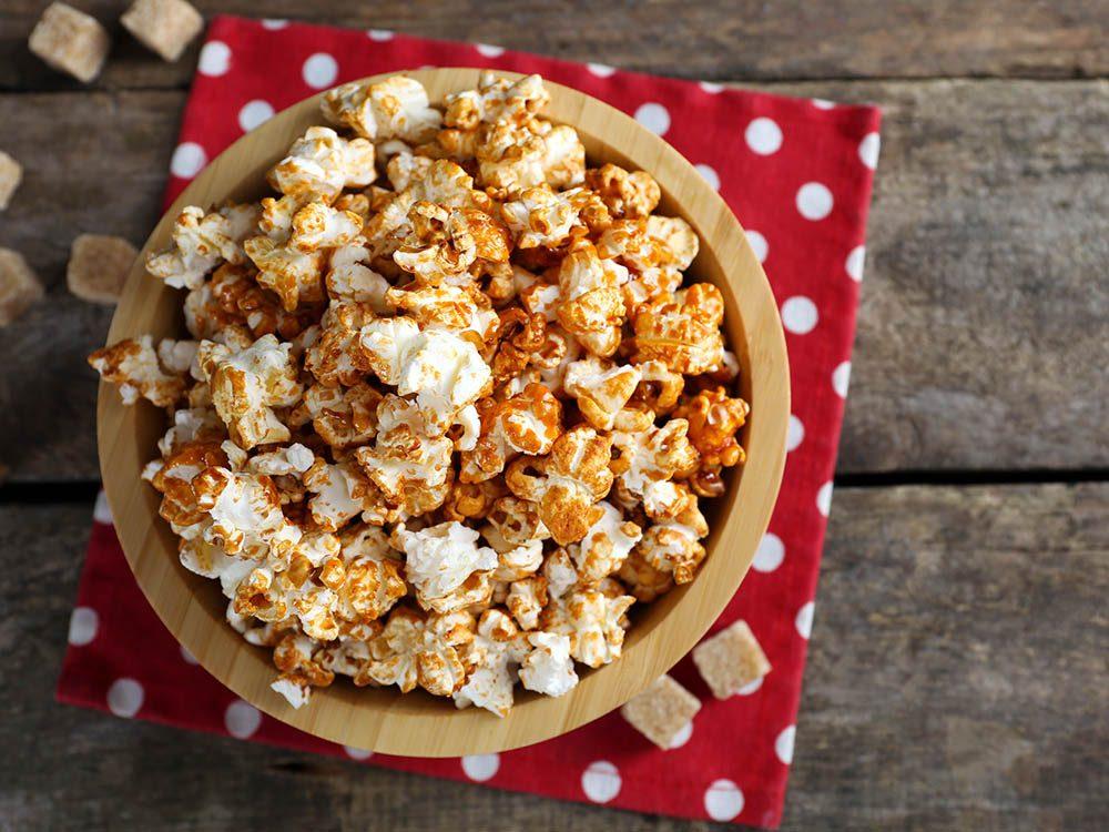 Dégustez du popcorn santé sucré à la cannelle.