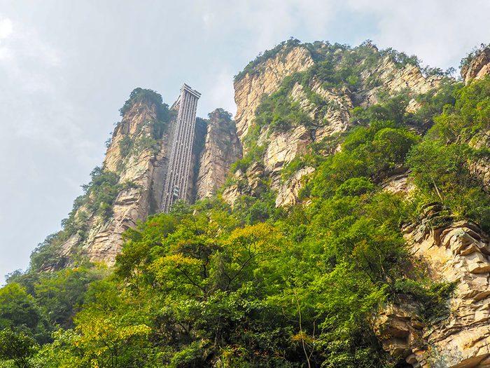 L'ascenseur Bai Long en Chine est l'un des ascenseurs fascinants à travers le monde.