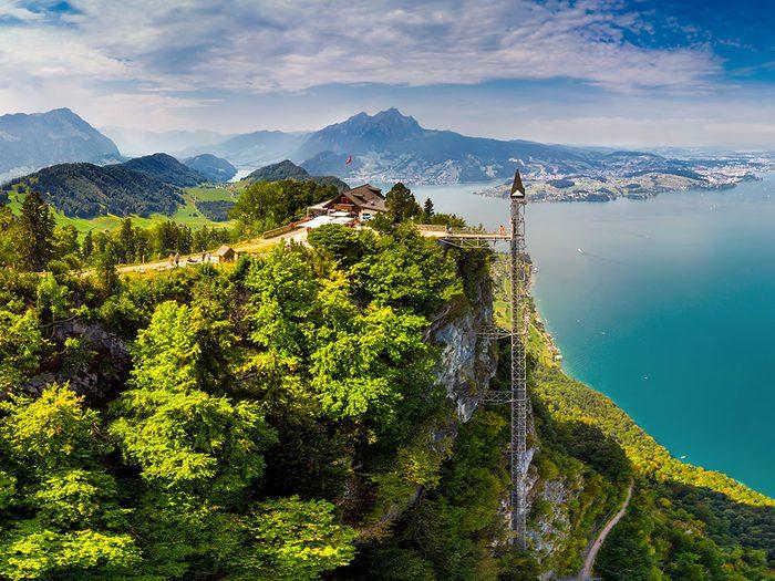L'ascenseur du Hammetschwand en Suisse est l'un des ascenseurs fascinants à travers le monde.