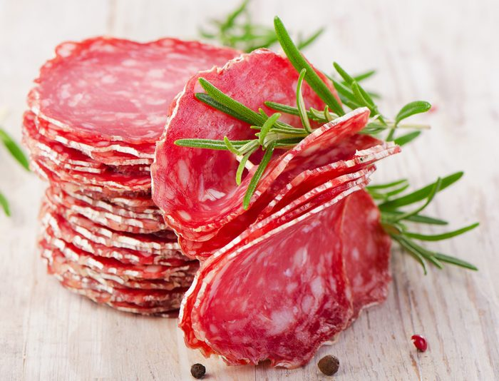 Les aliments riches en gras pro-inflammatoire peuvent causer des maux de ventre.