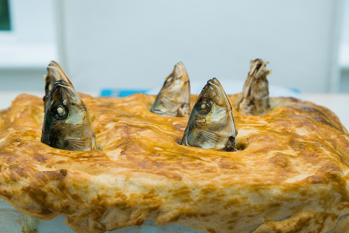 Le stargazy pie est un aliment étrange d'Angleterre.