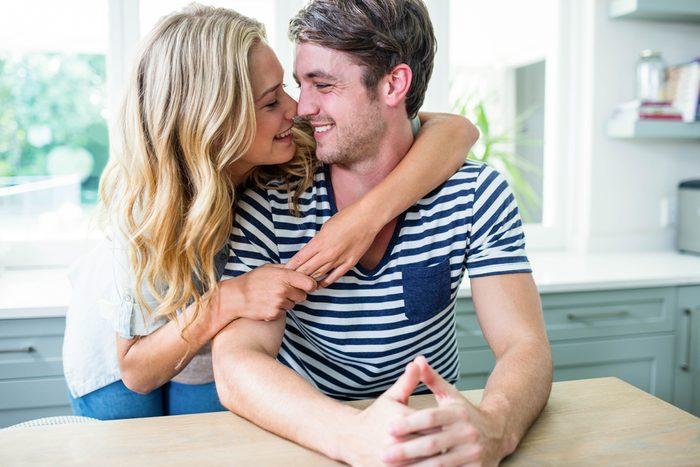 Touchez votre partenaire: un geste important pour faire durer votre couple.