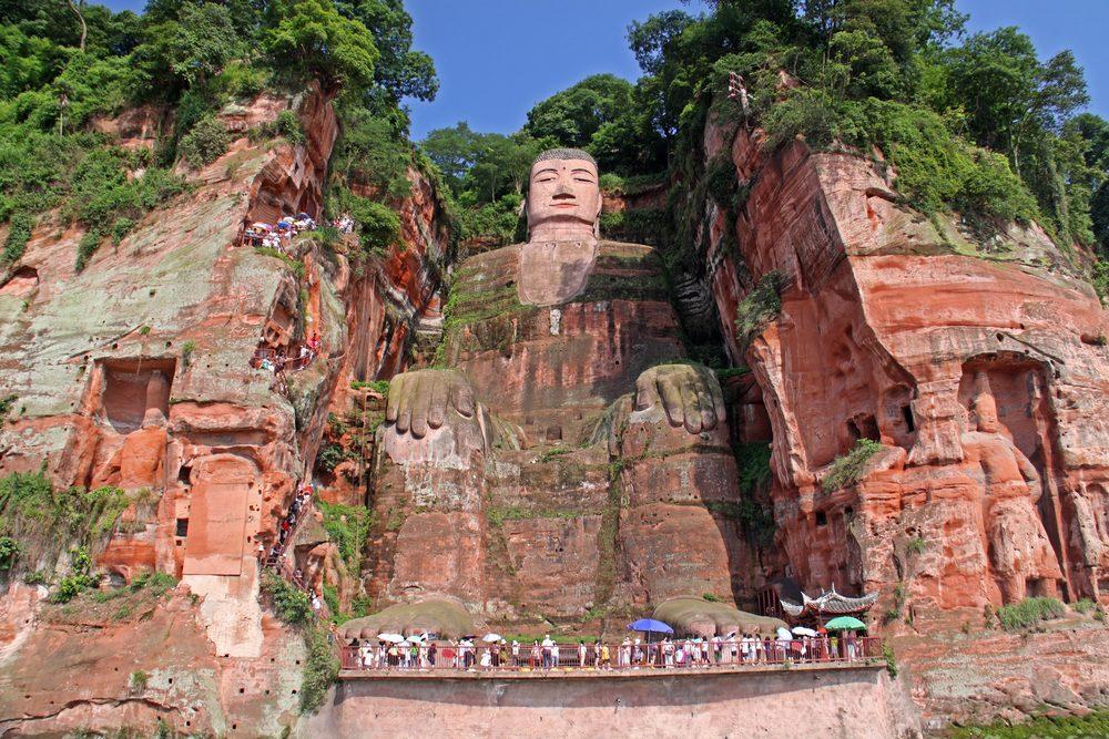 Une attraction touristique bizarre à Leshan