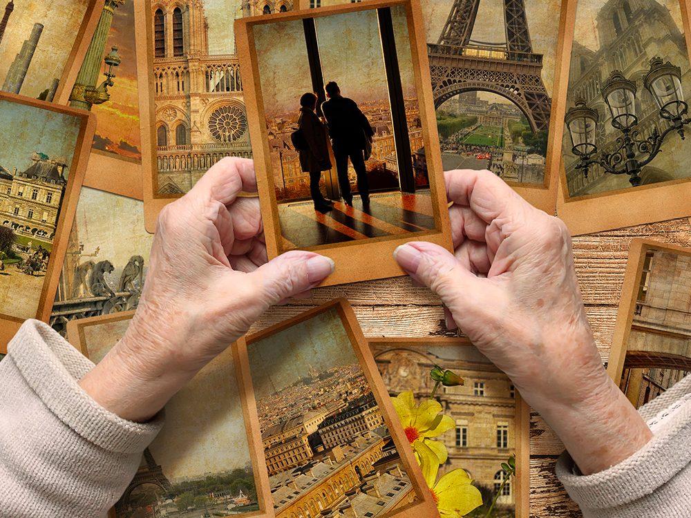 Certains souvenirs apparaissent sous forme de photo qu'il est possible de regarder dans votre mémoire.