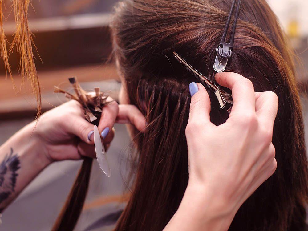 Pour ajouter du volume aux cheveux, utilisez des extensions.