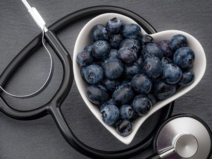 L'un des bienfaits des bleuets est de réduire les risques de maladies cardiovasculaires.
