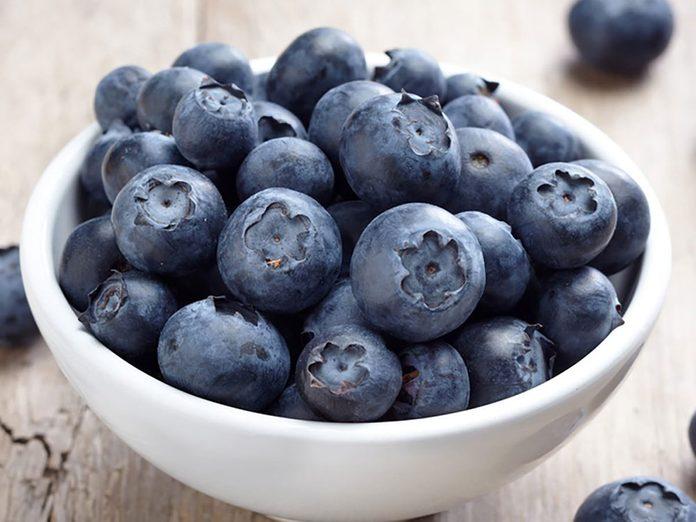 L'un des bienfaits des bleuets est d'atténuer les risques de cancer.