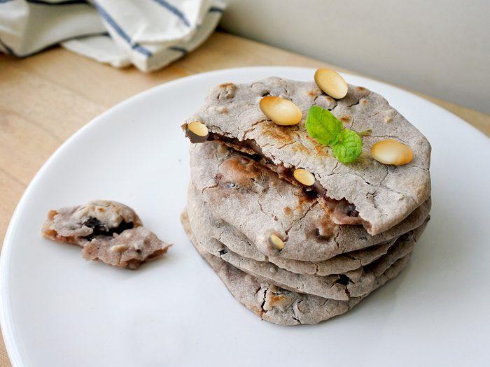 Des biscuits énergétiques aux haricots pour une collation santé.