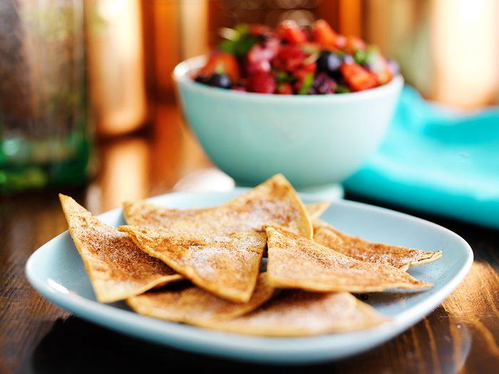 Des tortillas aux pommes et à la cannelle pour une collation santé.