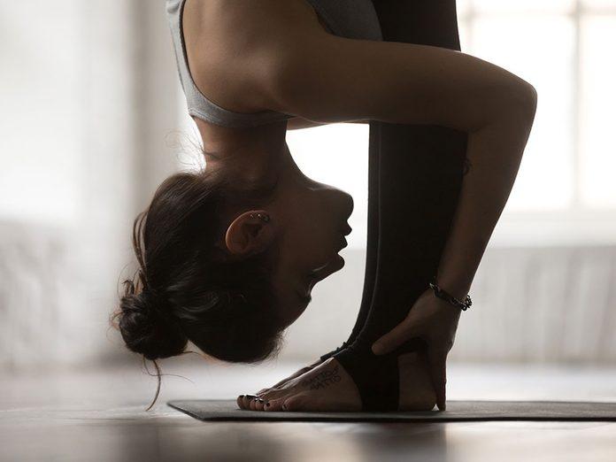 Voici 10 positions de yoga pour soulager l'anxiété.