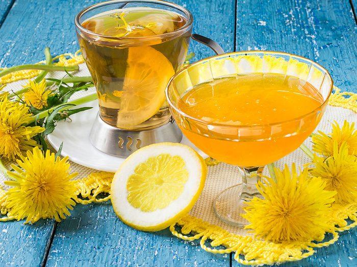 Thé et tisane aux pissenlits ont de nombreuses vertus.