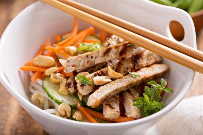 Meilleures recettes rapides et santé: Salade poulet à l'asiatique.