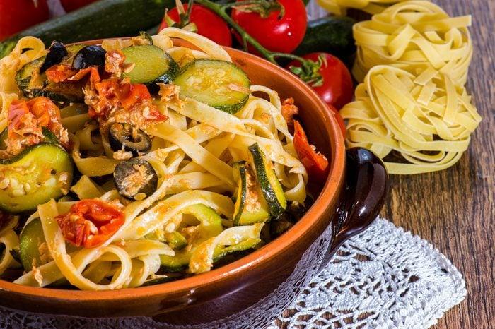 Meilleures recettes rapides et santé: pâtes aux légumes.