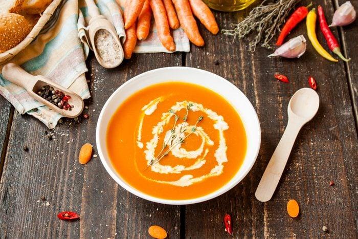 Une recette de potage végétarien aux carottes et lentilles