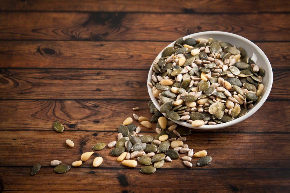 Des graines de tournesol comme collation coupe-fiam