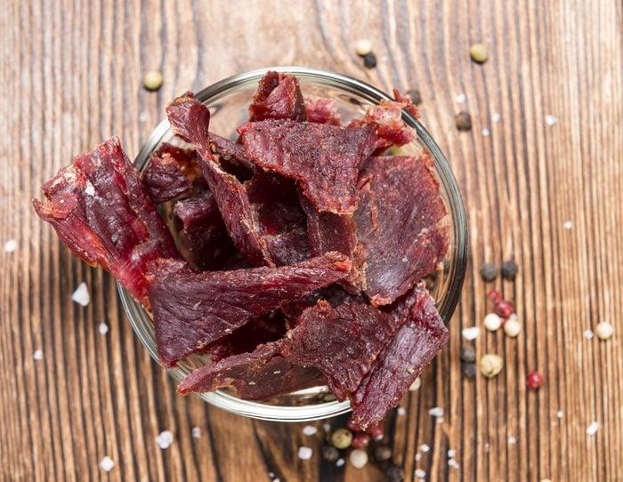 Une collation coupe-faim de viande séchée jerky