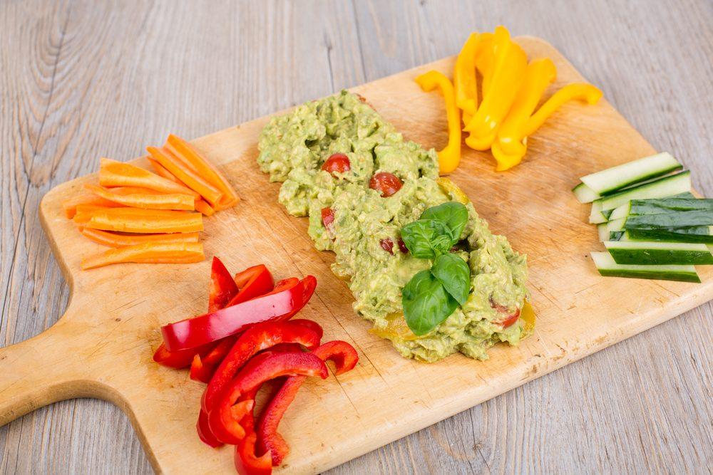Le guacamole est une collation santé et coupe-faim