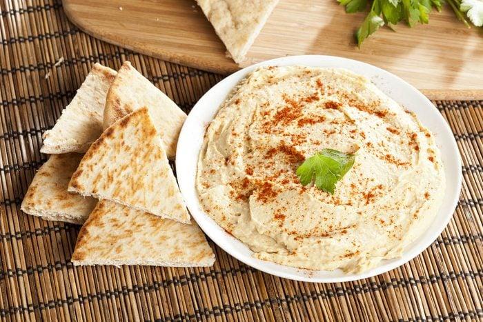 Coupe-faim : le hummus est un choix de collation santé.